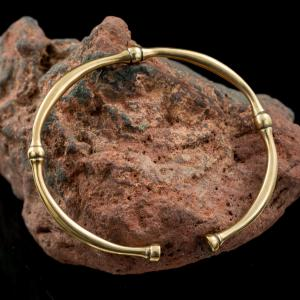 (R) Celtic bracelet (iron age), bronze
